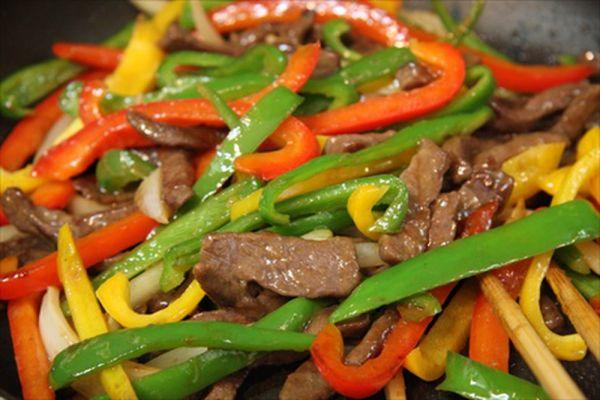 Hướng dẫn làm món thịt bò xào ớt chuông