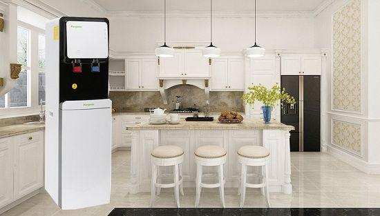 Bạn nên mua cây nước nóng lạnh hay máy lọc nước nóng lạnh?