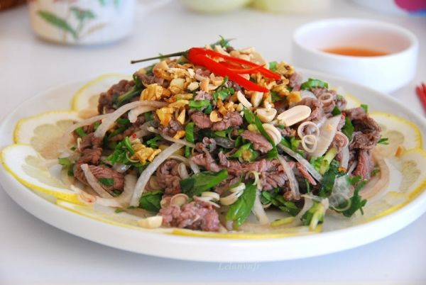 Cách làm món gỏi nộm rau muống thịt bò dễ ăn, lạ miệng tại nhà