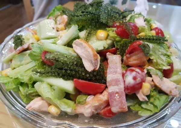 Hướng dẫn cách làm salad rong nho thịt xông khói đơn giản tại nhà