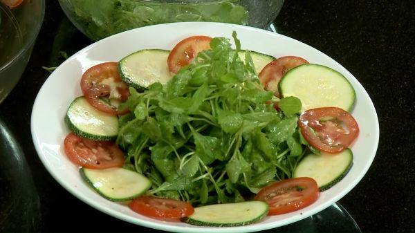 Mách bạn cách làm Salad bí ngòi chay thanh đạm tốt cho sức khỏe
