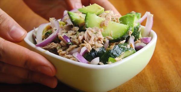 Hướng dẫn cách làm món salad cá ngừ dưa leo bơ lạ miệng tại nhà