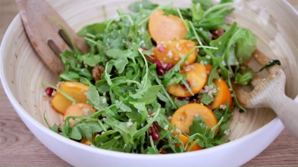 Cách làm món Salad hồng giòn lựu hồ đào cực hấp dẫn tại nhà