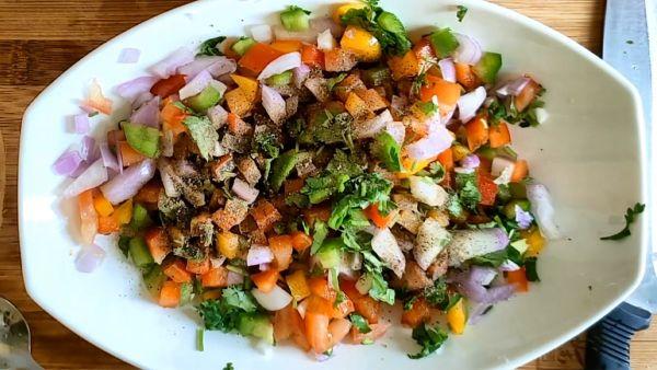Cách làm salad ớt chuông và rau củ ngon miệng qua 3 bước đơn giản