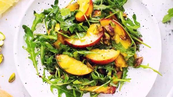 Cách làm món Salad đào hạt dẻ cười qua 3 bước đơn giản tại nhà