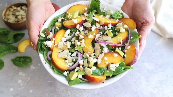 Hướng dẫn cách làm món Salad đào rau bina lạ miệng dinh dưỡng tại nhà