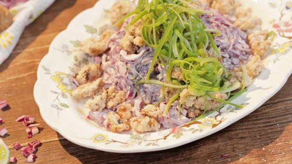 Cách làm món Salad kẹo óc chó bắp cải tím cực lạ miệng tại nhà
