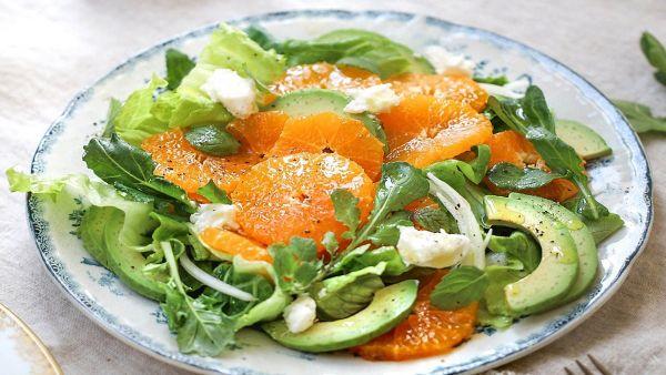 Mách bạn cách làm món Salad quýt bơ dinh dưỡng lạ miệng cho phái nữ