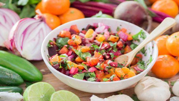 Mách bạn cách làm món salad quýt củ dền lạ miệng hấp dẫn cho gia đình