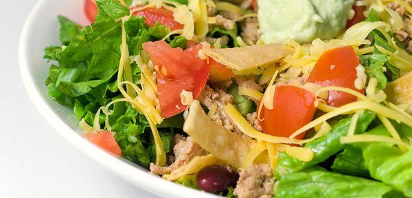 Cách làm món salad trộn tôm cần tây lạ mà ngon