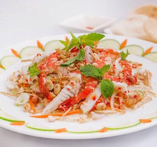 Mách bạn cách làm món gỏi khoai môn chiên giòn hải sản ngọt thanh cho gia đình