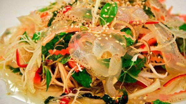 Hướng dẫn cách làm món gỏi sứa tôm thịt tươi ngon, lạ miệng