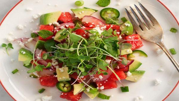 Mách bạn cách làm món salad dưa hấu rau mầm và bơ tươi ngon lạ miệng tại nhà
