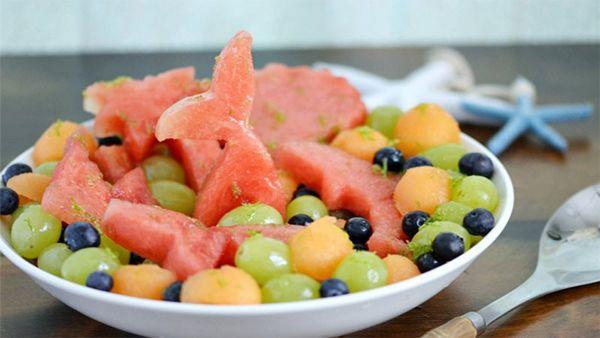 Hướng dẫn cách làm món salad dưa hấu trái cây hấp dẫn cho cả gia đình
