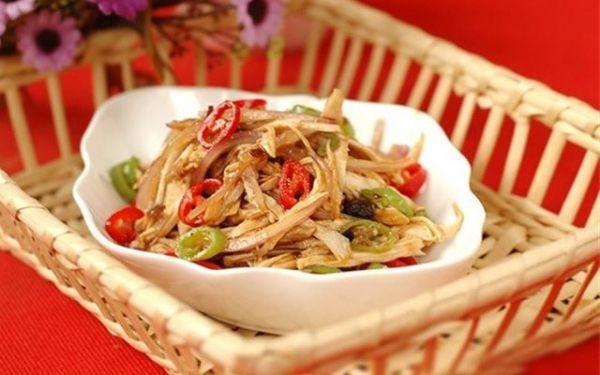 Cách làm món salad gà cay hấp dẫn thơm ngon lạ miệng tại nhà