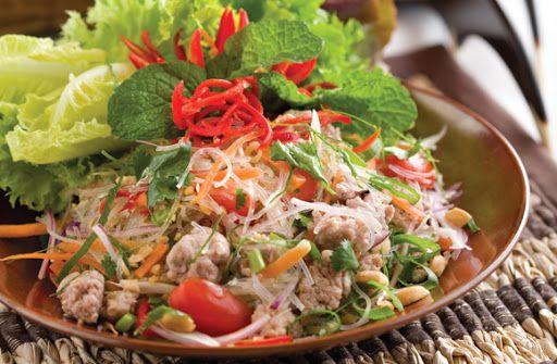 Hướng dẫn cách làm món salad miến hải sản bắt mắt với hương vị chua cay mặn ngọt
