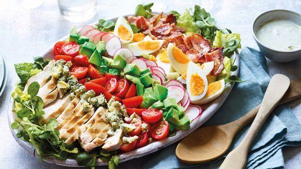 Hướng dẫn bạn cách làm món Cobb salad thơm ngon, dinh dưỡng