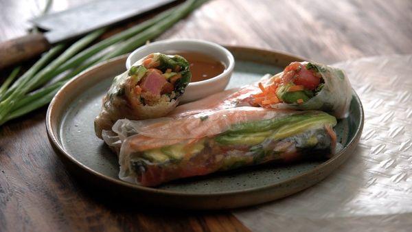 Cách làm món gỏi cuốn cá ngừ hạt quinoa thơm ngon, đậm đà