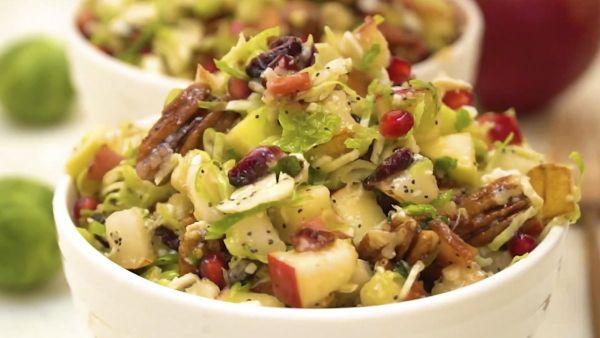 Cách làm món salad bắp cải tí hon trái cây tươi mát giòn ngon hấp dẫn