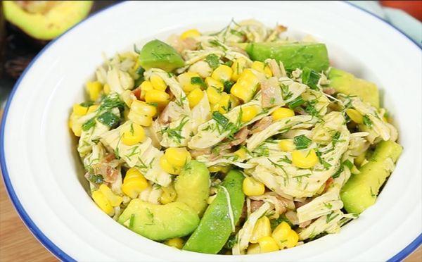 Mách bạn cách làm món salad bơ ức gà thanh mát, dinh dưỡng cho cả gia đình