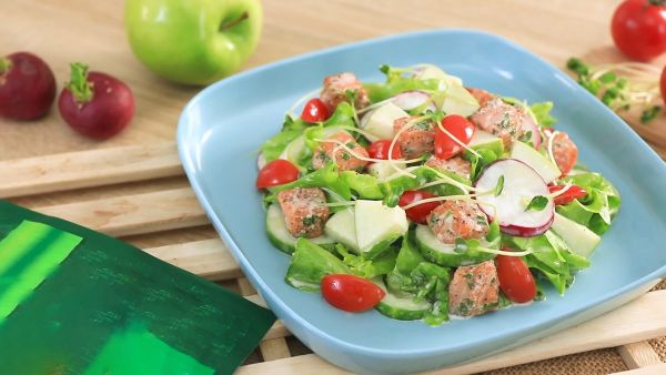 Cách làm món salad cá hồi sốt sữa chua dinh dưỡng thơm ngon cho gia đình