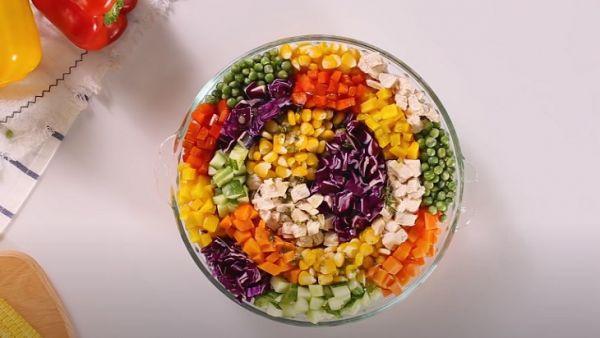 Hướng dẫn cách làm món salad cầu vồng tươi  ngon, hấp dẫn