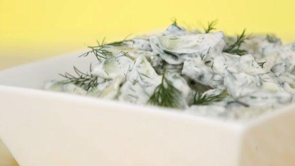Mách bạn cách làm món salad dưa leo sốt kem