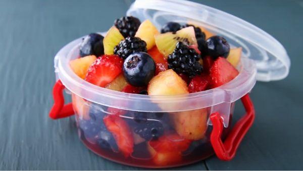 Hướng dẫn cách làm món salad hoa quả họ Berry sốt chanh vừa ngon vừa giúp giảm cân và thanh lọc cơ thể