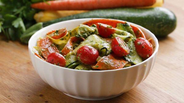 Mách bạn cách làm món salad pesto rau củ tươi ngon hấp dẫn cho cả gia đình