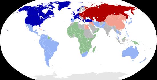 Hình 1: Hai cực của chiến tranh lạnh