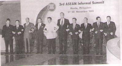 Hình 2: Các nhà lãnh đạo mười nước ASEAN tại hội nghị cấp cao (không chính thức) lần thứ ba (Philippin, tháng 11/1999)