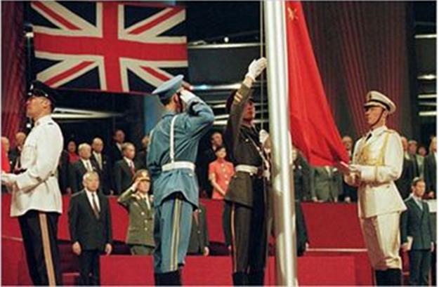 Hình 4: Trung Quốc thu hồi chủ quyền với Hồng Kông (1997)