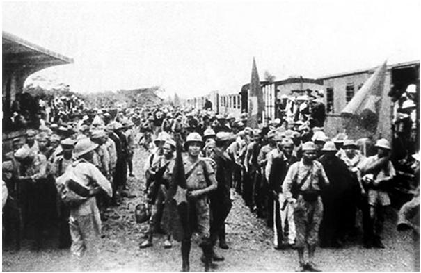 """Hình 6: Đoàn quân """"Nam Tiến"""" lên đường vào Nam chiến đấu"""