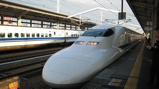 Hình 2: Tàu cao tốc ở Nhật Bản