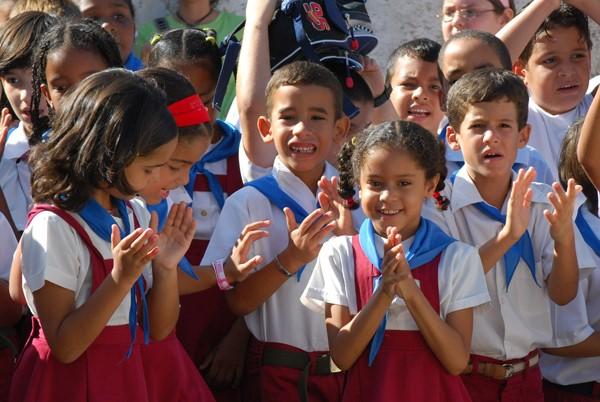 Các em học sinh Cuba