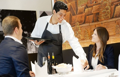 Niềm nở khi phục vụ khách