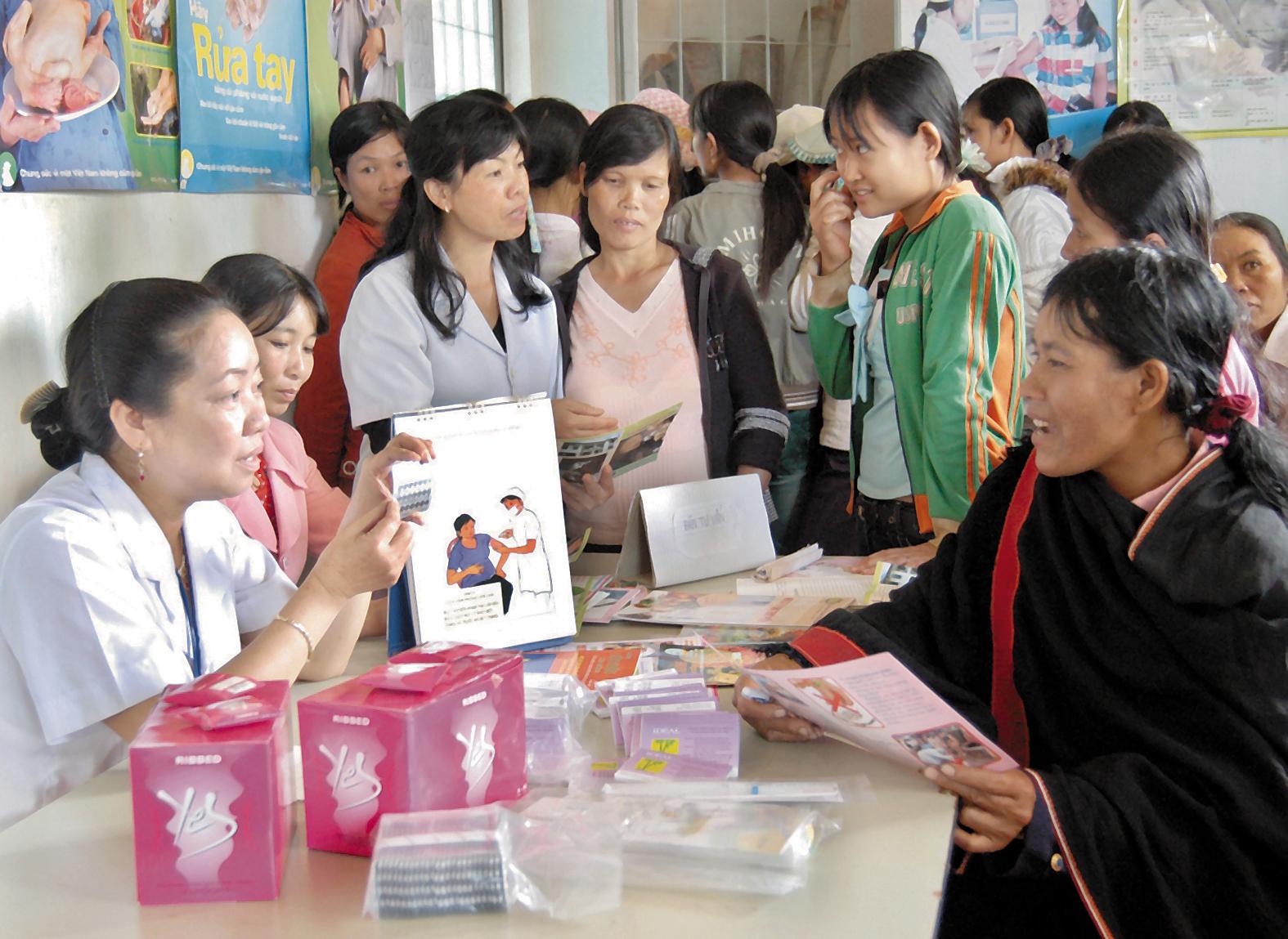 Hoạt động tuyên truyền tránh thai chăm sóc sức khỏe cho phụ nữ