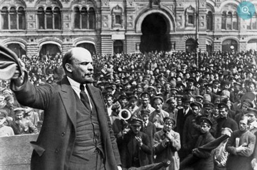 Leenin từ Phần Lan bí mật trở về nước lãnh đạo cuộc Cách mạng tháng Mười Nga