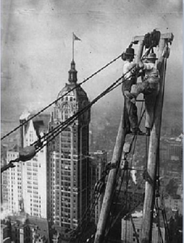 Công nhân xây dựng cao ốc ở Mĩ