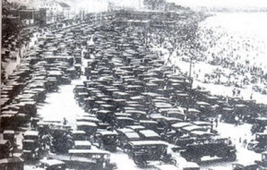Bãi đỗ xe ô tô ở Niu Oóc năm 1928