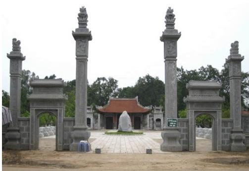 Cổng vào đền thờ Hai Bà Trưng