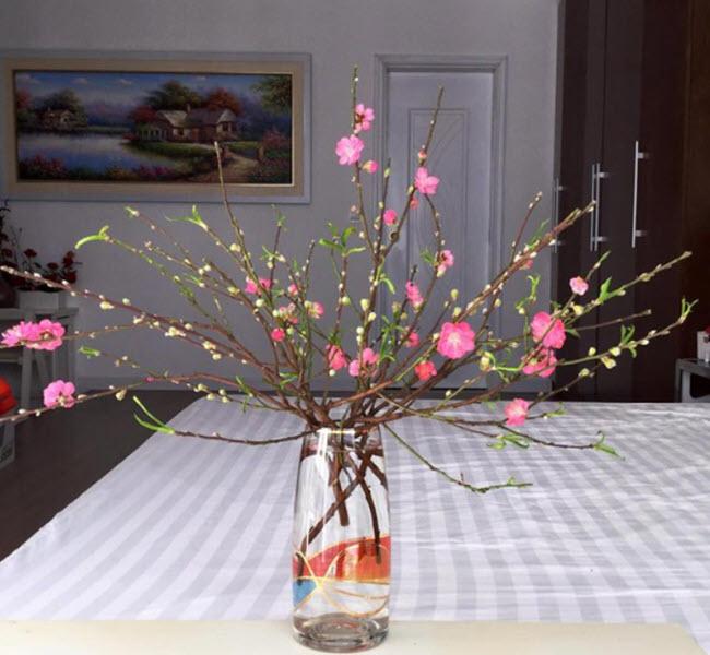Cách cắm hoa đào trong bình