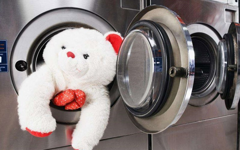 Chọn chế độ giặt thú bông trên máy giặt để đảm bảo thú bông của bạn không bị hư hại