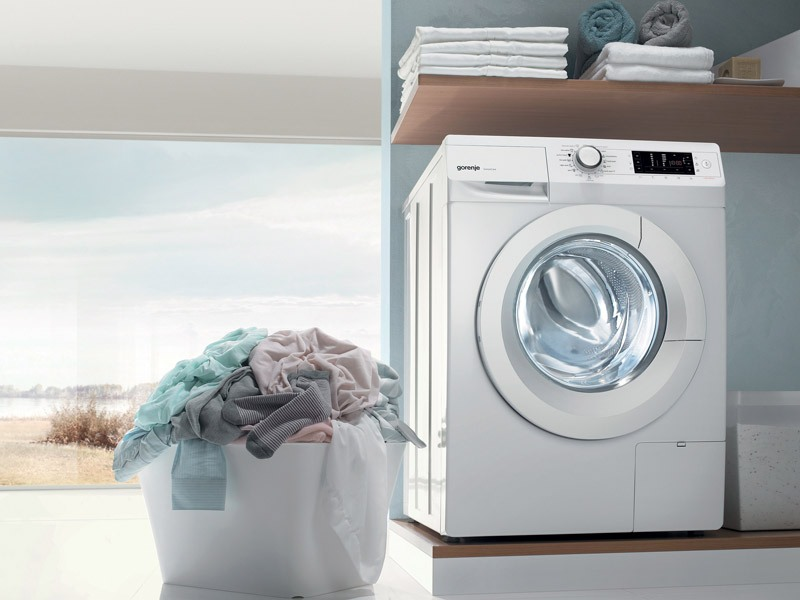 Việc sấy quần áo trong lồng giặt còn giúp tránh tác động nhiệt từ ánh nắng mặt trời, hay không khí bất thường của những ngày nồm ấm, vì vậy quần áo sẽ được chăm sóc chuyên biệt, không bị bạc màu.