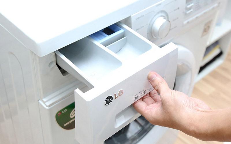 Kiểm tra lại áp lực nước cũng như là vệ sinh ngăn đựng nước xả để chúng không còn bị tắc nghẽn trong quá trình xả
