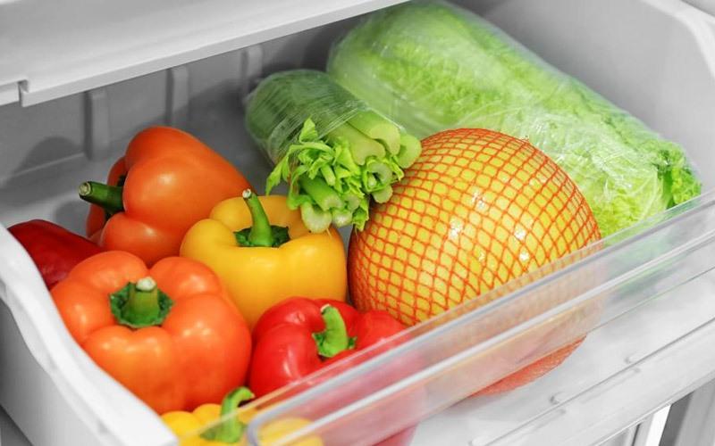 Đừng cố nhồi nhét quá nhiều thực phẩm vào ngăn đựng rau củ