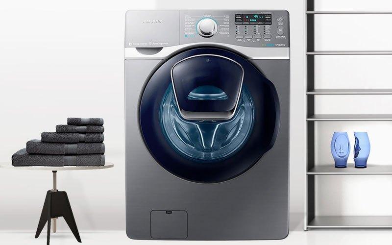 Máygiặt sấy Samsung 17kg WD17J7825KP sở hữu khối lượng giặt 17 kg và sấy 9 kg, đáp ứng tốt nhu cầu sử dụng của gia đình đông thành viên