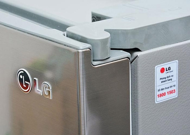 Bản lề không phẳng sẽ làm tủ lạnh sẽ làm tủ đóng không kín.