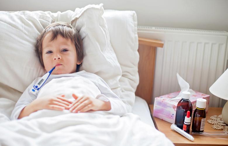 Để quạt hướng thẳng vào trẻ sẽ khiến trẻ dễ mắc bệnh hô hấp