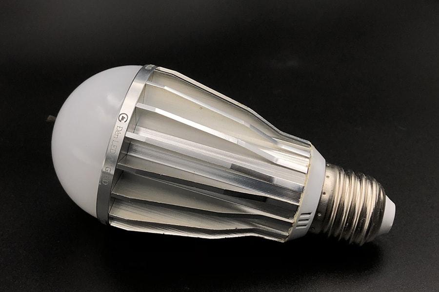 Đèn LED tạo ion âm